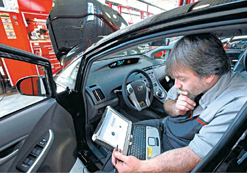 Fig. 4: A master diagnostic technician using a laptop computer to diagnose and repair the brake system (Source: http://www.cbsnews.com)