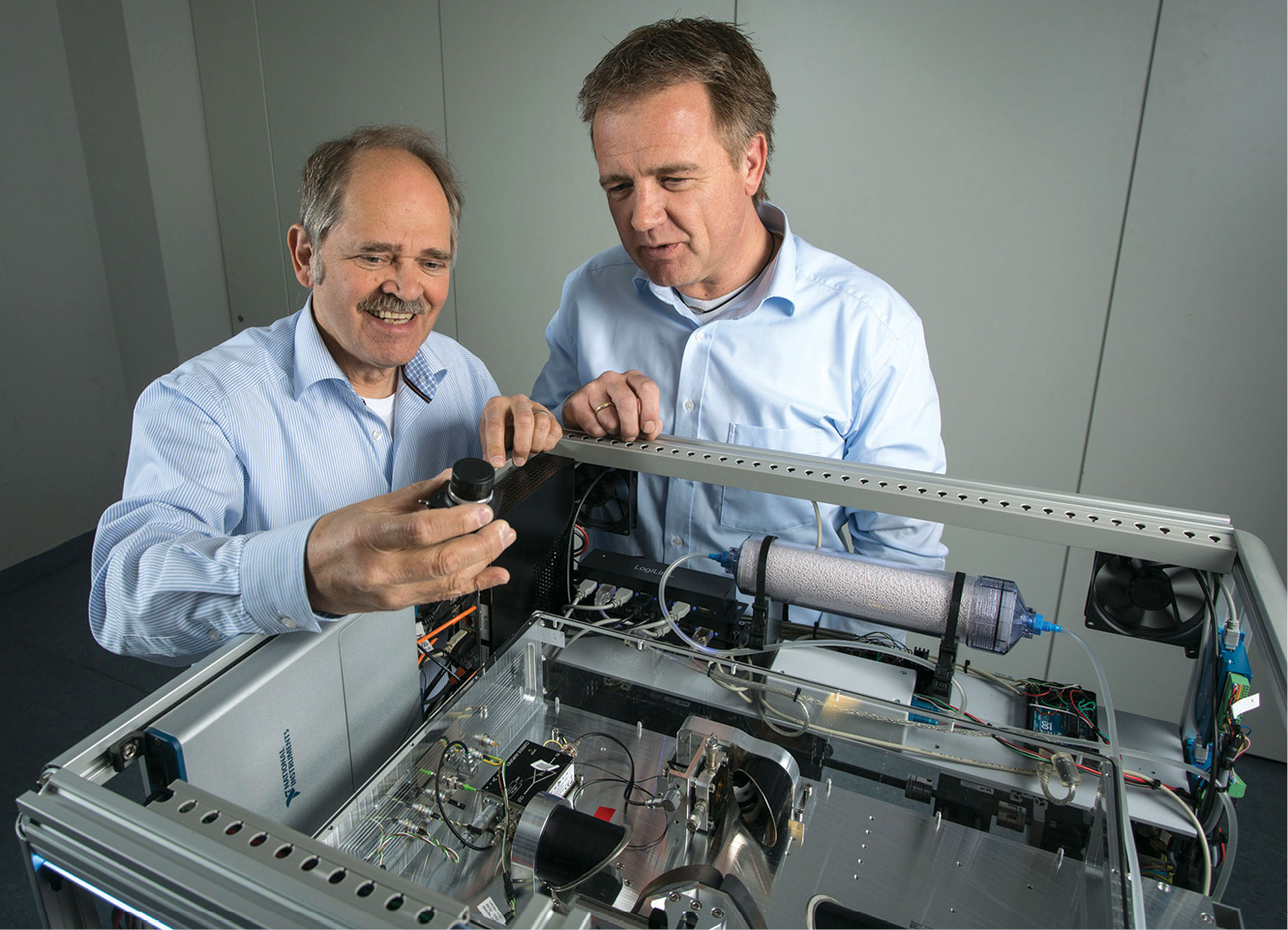 The inventors with their terahertz scanner (Courtesy: Fraunhofer Institute)