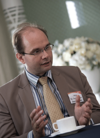 Dr Frank van den Beuken