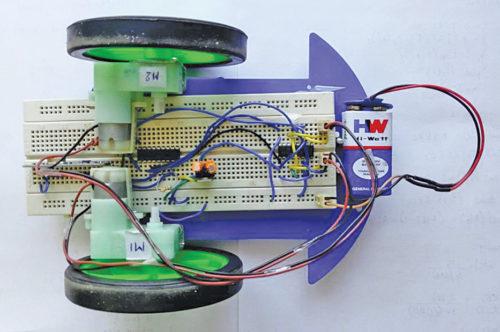 Wireless Control of Robotic Car Through MATLAB GUI   Full DIY Project